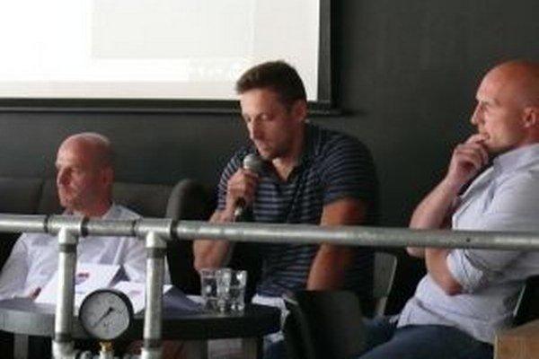 Kapitán MHC Martin Ivan Ďatelinka prehlásil, že hráči stoja za súčasným vedením.