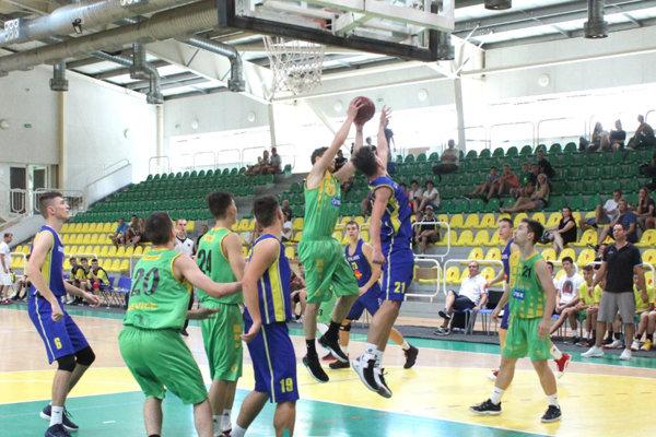 Hráči ŠBK Junior Levice U19 si na domácom turnaji vybojovali prvé miesto.