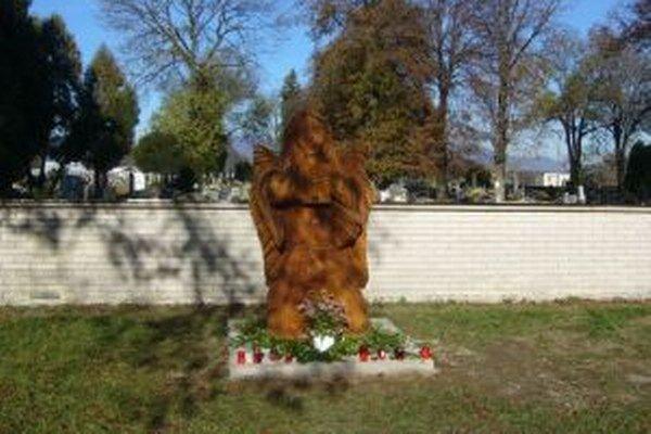 Dominanta pred cintorínom v Blatnici.