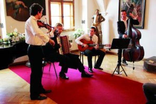 Slovak Tango - skupina, ktorá rozvíja tradičný kultúrny odkaz Slovenska.
