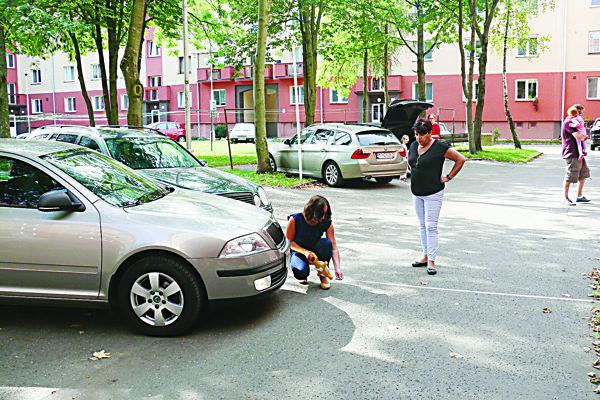 Ešte aj vminulom týždni sa vo vnútrobloku na Tomášikovej ulici hľadalo najprijateľnejšie riešenie problému.