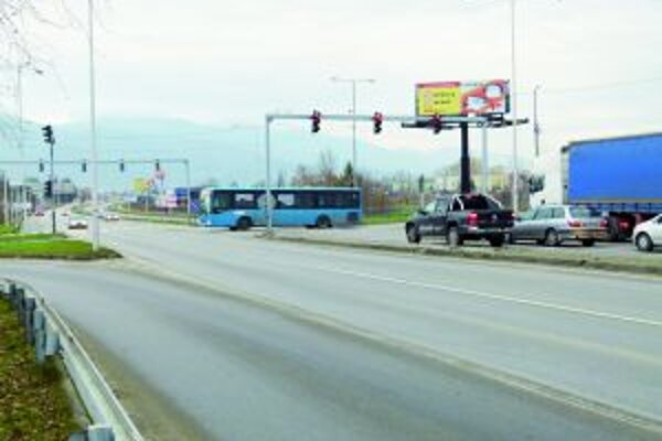 Vodiči sa sťažujú na križovatke pri Podháji sťažujú na krátke intervaly na semaforoch.