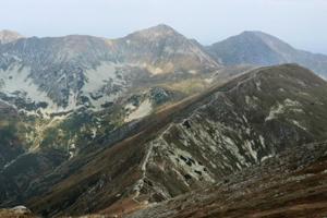 Pohľad na hlavný hrebeň Roháčov zBaranca.