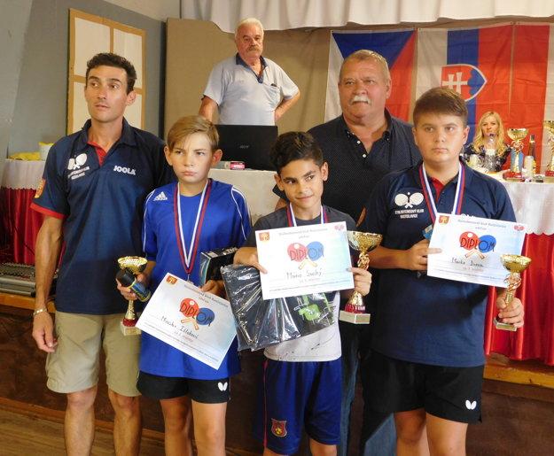 Najlepší traja v kategórii od 13 do 15 rokov. Zľava Miroslav Ištokovič, Mário Suchý a Marko Durza.