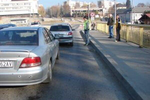 Pozornosť vodiča pri nehode v Lednických Rovniach zrejme otupil aj alkohol.