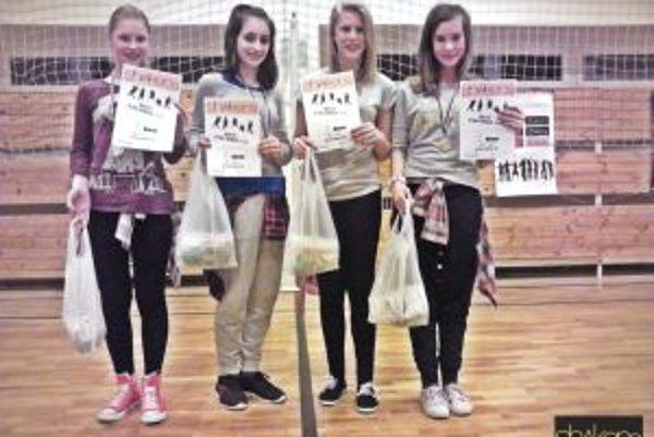 Shakers - juniori s trofejami.