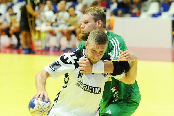 Erik Ľoch (v zelenom drese) sa vracia do Košíc. Na Slovensku naposledy hrával v Nových Zámkoch.