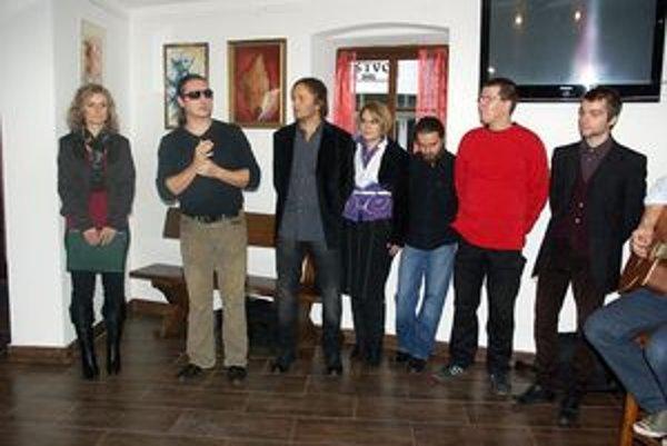 Slávnostného otvorenia výstavy sa zúčastnili aj autori.