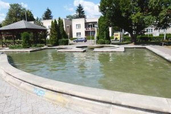 Návštevníkov Hviezdoslavovho parku spustenie fontány potešilo.
