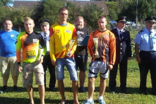 Súťažilo sa všportovom areáli vDolnom Vadičove.