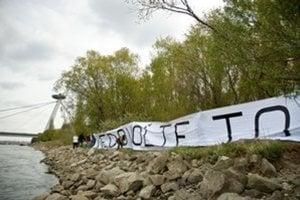 Aktivisti o ochranu lesa bojujú už roky.