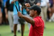 Tiger Woods po piatich rokoch triumfoval na golfovom ihrisku.