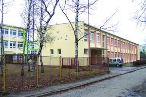 ZŠ Alexandra Dubčeka. Vo svojom servise chce mať aj jazykovú školu.