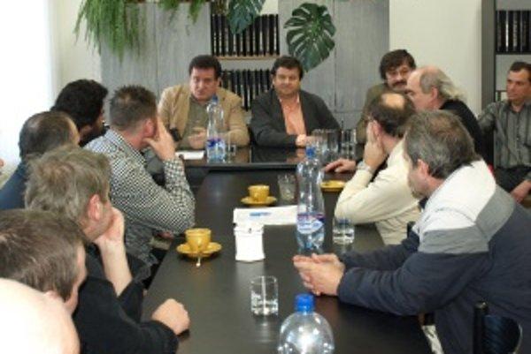Dnešné stretnutie zamestnancov s odborármi.