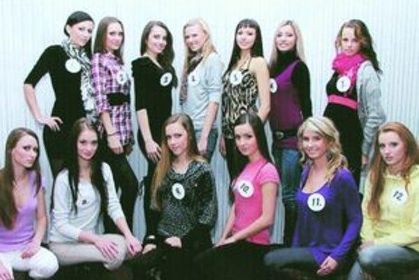 Študentky, ktoré budú súťažiť o korunku krásy.