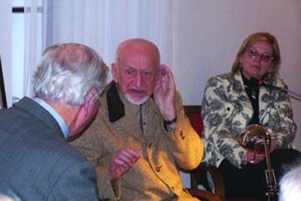 Maliar na autorskom večere v Turčianskej galérii.