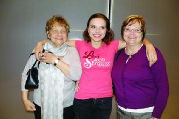 Šeherezáda z Turca. Petru Vajdovú, rodáčku z Martina, prišli na predstavenie podporiť aj krstná mama Mirka (vpravo) a babina Vierka.