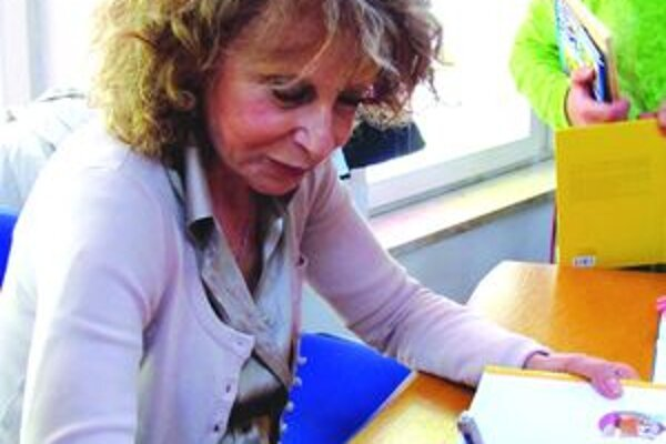 Angela Nannetiová. Deťom sa venovala aj počas autogramiády.