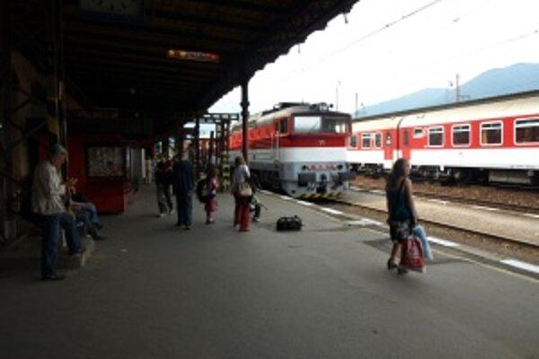 Cestujúci čakali aj vo Vrútkach.
