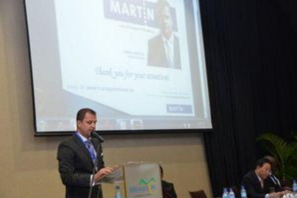 Andrej Hrnčiar počas prezentácie martinského projektu v Dar es Salaame.