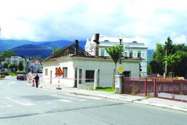 Po zbúraní domu ostane priestor na parkovisko a spriehľadní sa križovatka.