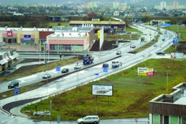 Ďalšia križovatka. Vodiči sa obávajú, že vďaka nej a novému obchodnému centru sa doprava výrazne zhustí.
