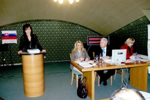 Prokurátorka Gabriela Zlochová zdôvodňuje podanie protestu. Ten napokon poslanci odmietli.