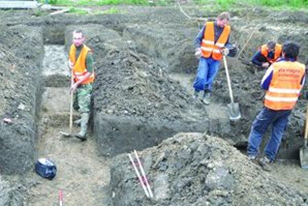 Pod Atilovým hrobom.Archeológovia našli v lete v Košútoch hospodársky areál z púchovskej kultúry.