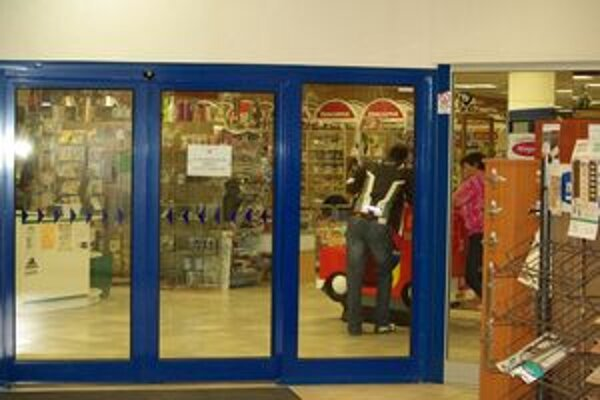 Prvé poschodie zostalo pre zákazníkov po krádeži zatvorené.