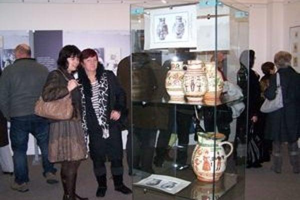 Výstava o Socháňovi.Návštevníkovi ho približuje nielen ako fotografa, ale aj zberateľa – napríklad keramiky.