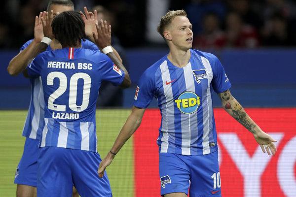 Ondrej Duda (vpravo) sa raduje z gólu aj proti Bayernu.