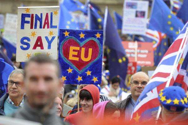 Londýn žiada nové referendum, v meste pretestujú tisíce ľudí