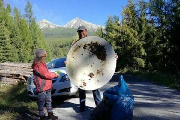 Medzi odpadom bola aj satelitná parabola.