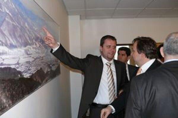 Andrej Hrnčiar pri prezentácii výstavby lyžiarskeho strediska na Martinských holiach.
