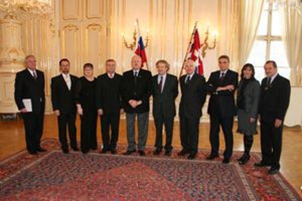 Prezident SR Ivan Gašparovič prijal delegáciu Matice slovenskej, na čele s predsedom Jozefom Markušom (sprava) a správcom Jánom Eštokom vľavo).