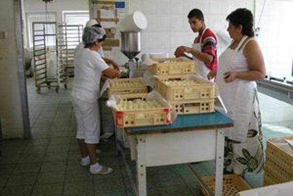 Zdenka Lacková martinským Rómom sa snaží všestranne pomáhať už niekoľko rokov. Dokonca ich aj zamestnáva vo svojej firme.