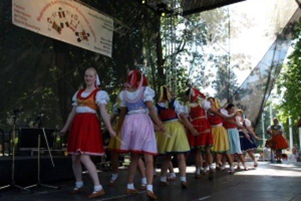 Folklórny súbor Lúčik z Turčianskych Teplíc sa divákom predstavil dnes okolo 15. hodiny.