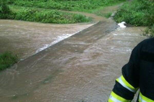 Takto vyzeral Sklabinský potok pri Rázusovej ulici o 16.30. h.