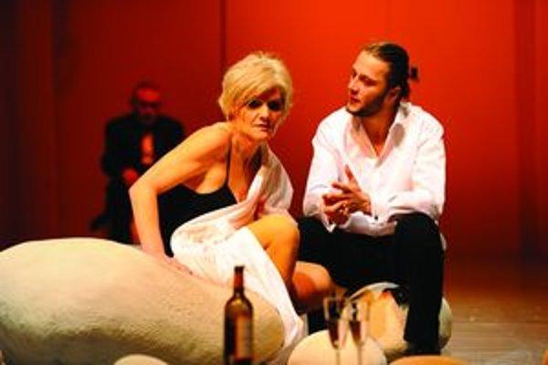 Mizantrop má sedem nominácií na divadelné Dosky. Na snímke Jana Oľhová a Marek Geišberg.