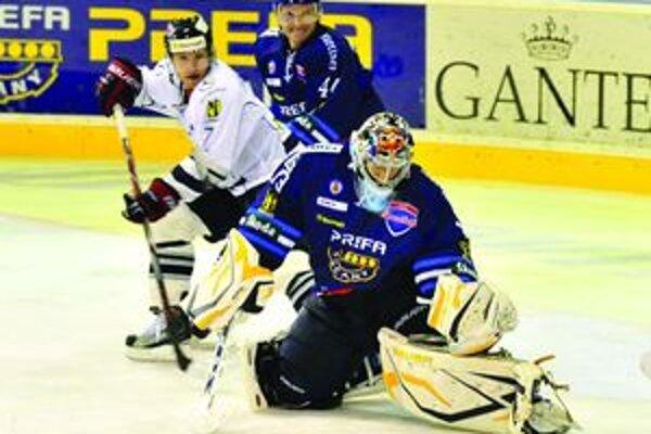 Andrej Novotný (v strede) podal proti Slovanu nadštandardný výkon.