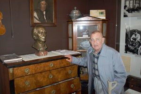 """Múzeum Karola Plicku v Blatnici sa Gejzovi veľmi páčilo. """"Stretol"""" sa tam s majstrom Plickom."""