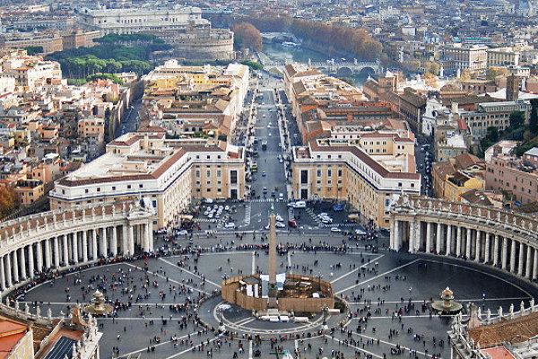 V nedeľu sa všetci pútnici stretnú na modlitbe Anjel Pána s pápežom Františkom na Námestí sv. Petra.