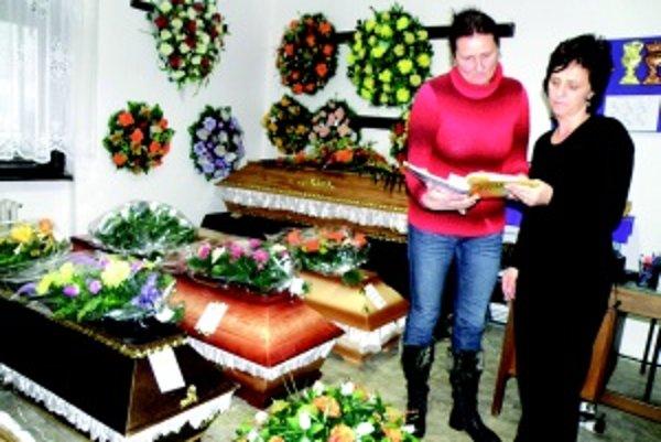 Nahnevané majiteľky. Iveta Krpelanová z Karmy a Dáša Pálešová z adventu majú podozrenie, že ich v nemocnici ohorávajú.