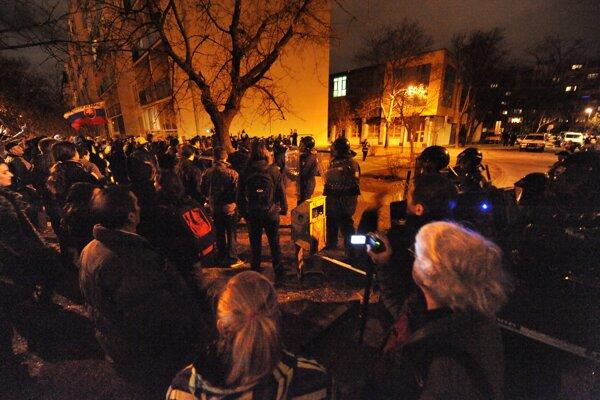 Pred centrálou Smeru sa protestovalo aj proti Gorile.