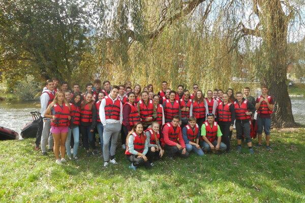 Súčasť exkurzie prievidzských študentov bolo aj splavovanie.