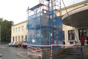 Obnovu sôch by mali dokončiť do konca novembra.