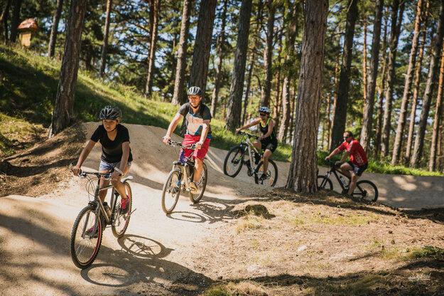 Nad Bojnicami vznikla z grantu unikátne upravená lesná cyklotrasa Turzov flow trail.