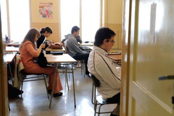 Dvojčlenné tímy stredoškolákov sa môžu zapojiť do dejepisnej súťaže k 100. výročiu Martinskej deklarácie, ktorá sa uskutoční 26. októbra 2018 v Kongresovej sále Úradu Žilinského samosprávneho kraja (ŽSK) v Žiline.
