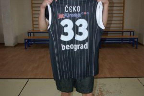 Michal Čekovský s dresom Partizanu Belehrad.