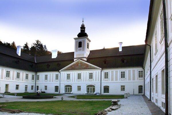 Kaštieľ s múzeom má aj sobášnu sieň.